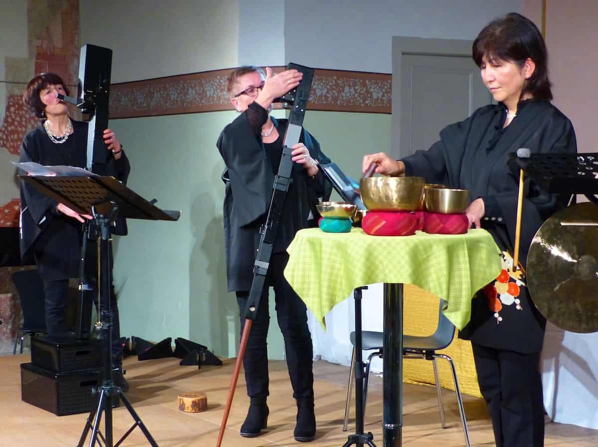 """Vielseitige Flöten- und andere Töne in der Alten Kirche LA FLÖTERIE gastierte mit """"Musik zum Glück"""""""